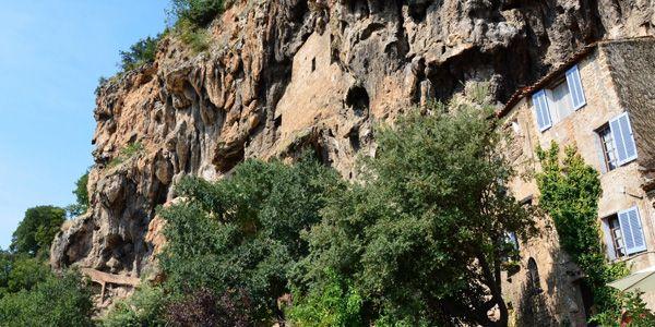 Huis tegen rotswand Cotignac
