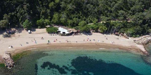Restaurant op strand Aguille